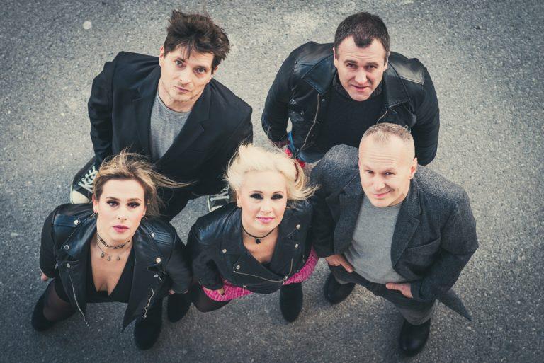 S Proljećem je stigao dugoočekivani debitantski album benda Heidi šeće psa